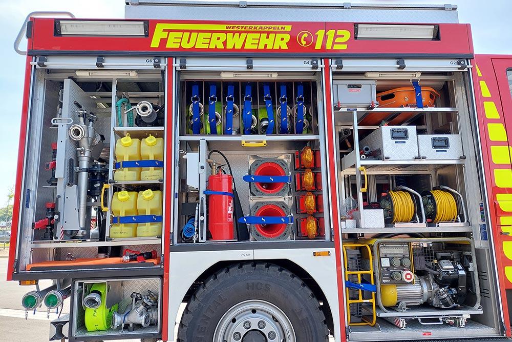 rechte Seite des Löschgruppenfahrzeug 10 (LF 10) der Feuerwehr Westerkappeln, LZ Westerkappeln