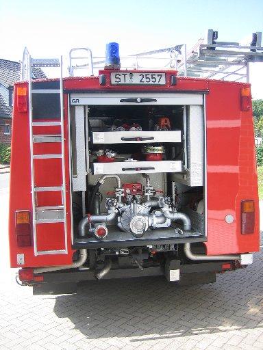 Rückseite (Pumpenstand) des Löschgruppenfahrzeug 10 (LF 10) des Löschzugs Velpe, ehem. LF 8/6