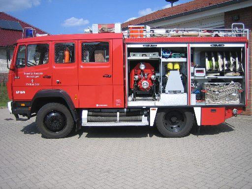 linke Seite des Löschgruppenfahrzeug 10 (LF 10) des Löschzugs Velpe, ehem. LF 8/6
