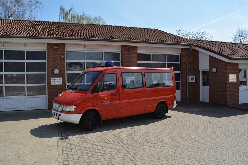 Mannschaftstransportfahrzeug (MTF) des Löschzugs Velpe