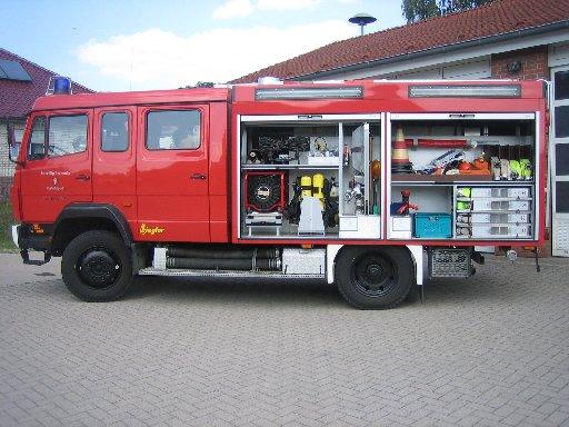 linke Seite des Tanklöschfahrzeug 3000 (TLF 3000) des Löschzugs Velpe, ehem. TLF 16/25