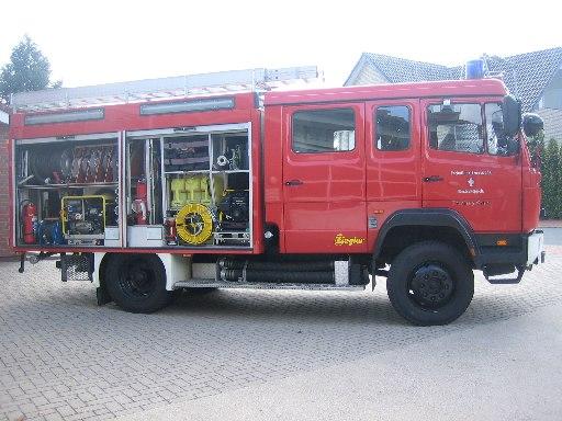 rechte Seite des Tanklöschfahrzeug 3000 (TLF 3000) des Löschzugs Velpe, ehem. TLF 16/25